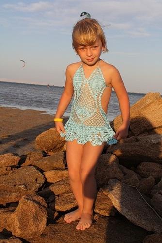 Вязаний купальник для девочки 561