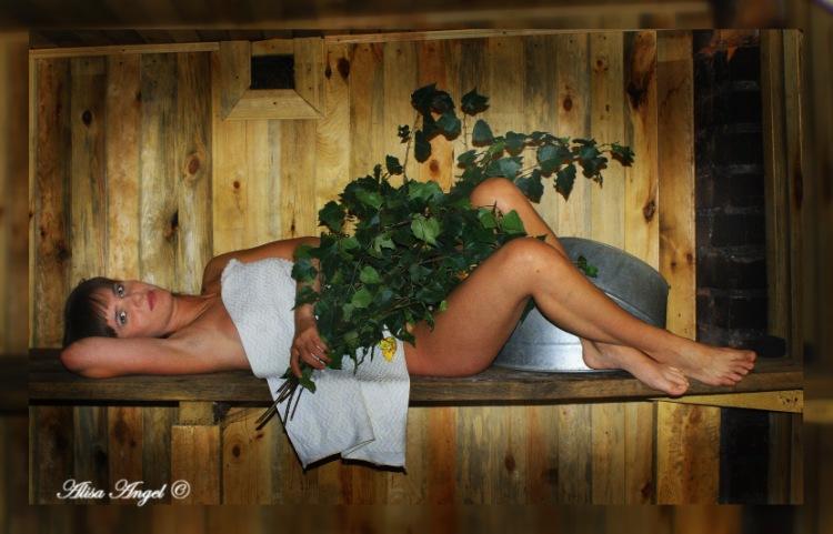 Голые тёлки в деревенской бане 17
