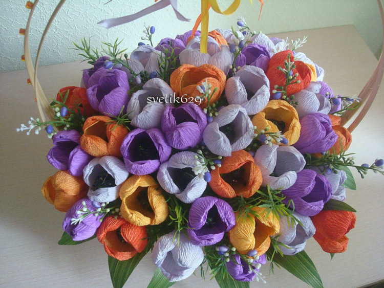 Тюльпаны из бумаги в корзинке своими руками 35
