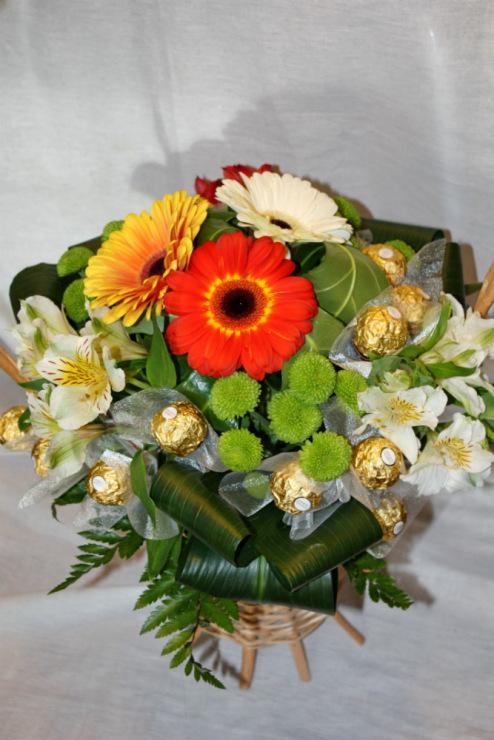 Букет с живыми цветами своими руками