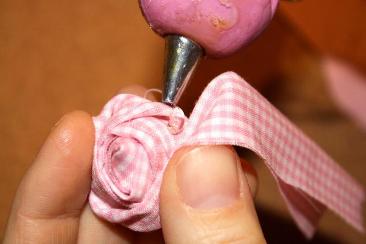 Цветы из полос ткани своими руками