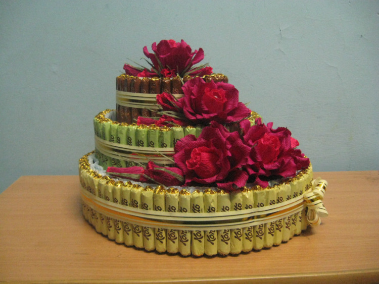 Трёхъярусный торт из конфет своими руками